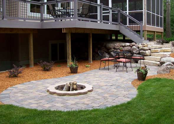 Firepit with cobblestones