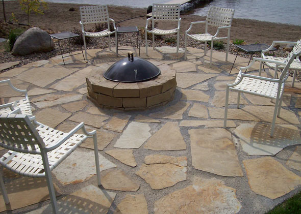 Raised fire pit with cover