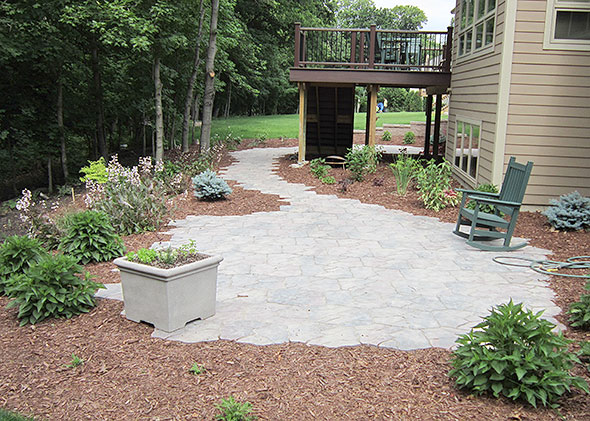 Garden entryway with flat flagstones