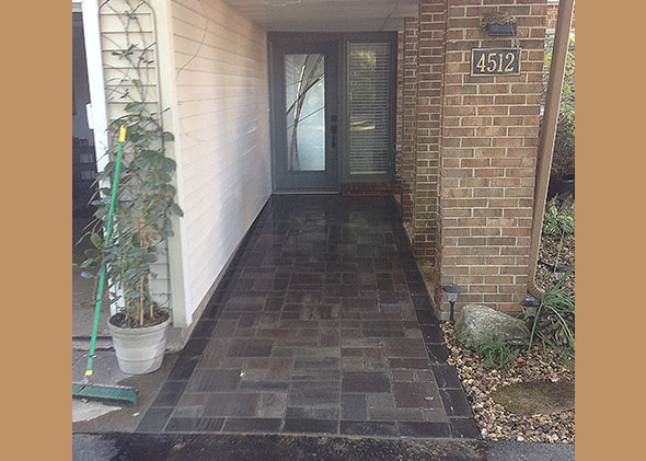 Walkway to front of house